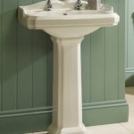 Traditional style pedestal sink