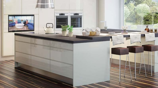 Kitchen design that is simple and shiny
