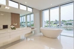 bright bathroom trends